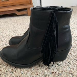 Shoes - BEAUTIFUL Faux leather black, fringe booties!
